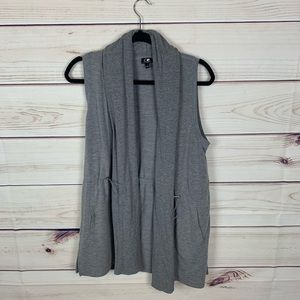 Cable and Gauge gray vest nwot